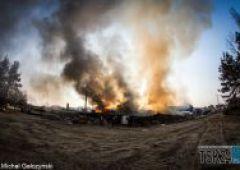 Potężny pożar w Suchedniowie - spłonęła fabryka mebli