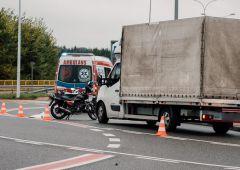Wypadek z udziałem motocykla i dostawczaka...
