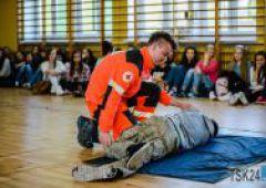 Pokaz udzielania pierwszej pomocy PCK