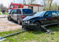 Brawurowe wyprzedzanie przez BMW - wypadek na ul. Żeromskiego