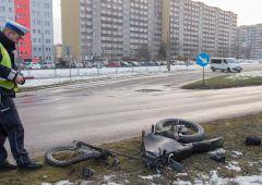 Motorowerzysta na samoróbce wymusił pierwszeństwo przejazdu