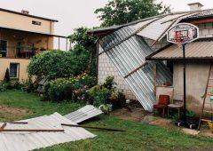 Podczas piątkowej burzy wiatr zerwał dachy na Lipowym Polu