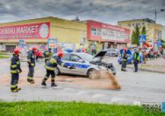 Kolizja na skrzyżowaniu Sokolej ze Spółdzielczą - rozbity radiowóz