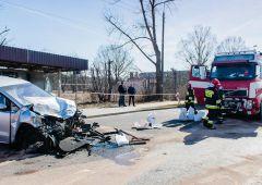 Dwie osoby trafiły do szpitala po czołowym zderzeniu samochodu osobowego z TIR-em