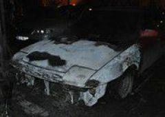 Pożar samochodów na parkingu