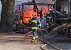 Groźny pożar warsztatu samochodowego