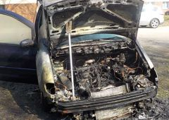 Pożar samochodu na parkingu szpitala w Skarżysku-Kamiennej