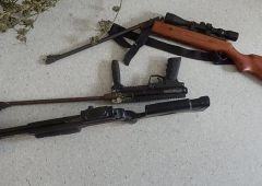 Szukali piły, znaleźli broń, amunicję, narkotyki