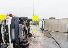 Wypadek z udziałem 4 samochodów - jedna osoba poszkodowana
