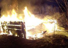 Nocny pożar drewnianego budynku gospodarczego przy ul. Asfaltowej w Skarżysku-Kamiennej