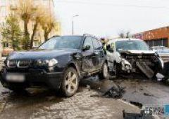 Zderzenie dwóch samochodów na skrzyżowaniu Zielnej i Rejowskiej - 2 osoby trafiły do szpitala (uzup.)