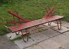 Niszczyli ławki