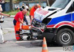 Zdarzenie drogowe z udziałem karetki - 5 osób poszkodowanych