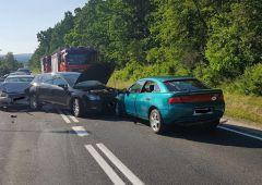 Kolizja 4 samochodów osobowych na ul. Młodzawy w Skarżysku-Kamiennej, DK42 zablokowana w obu kierunkach przez prawie godzinę