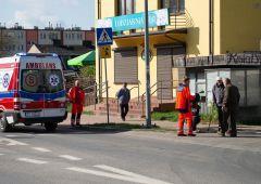 Kolizja motoroweru z osobówką na ulicy Słowackiego