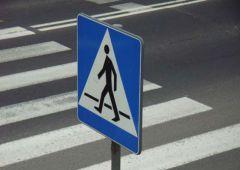 Starsza kobieta potrącona na przejściu dla pieszych