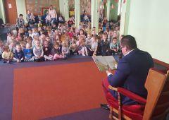 Głośne czytanie w przedszkolu Baby World