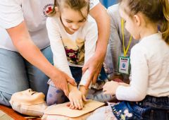 Przedszkolaki uczyły się udzielania pierwszej pomocy