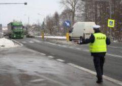 """Policjanci wzięli """"pod lupę"""" kierowców ciężarówek"""