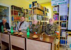 Żywa lekcja historii w Powiatowej i Miejskiej Bibliotece Publicznej