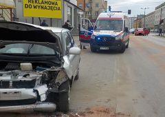 Wypadek dwóch samochodów osobowych w Skarżysku-Kamiennej przy skrzyżowaniu ul. Piłsudskiego z ul. Norwida
